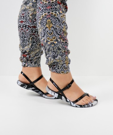 Sandálias Ipanema com Padrão Preto