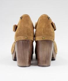 Sandálias Camel de Senhora Ginova Fechada com Sola Madeira