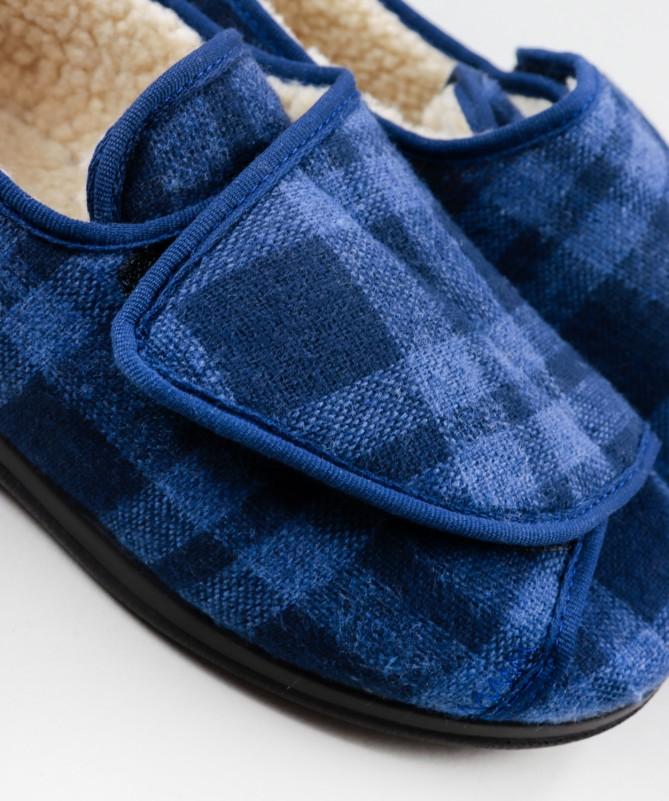Pantufas em Xadrez Azul com Pelo no Interior