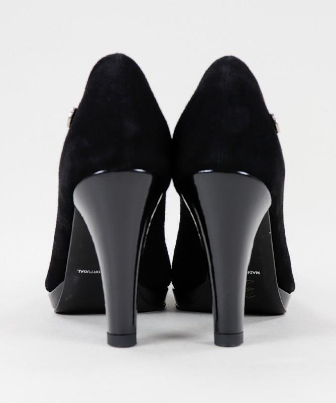 Sapatos Fechados com Tacão Alto Ginova