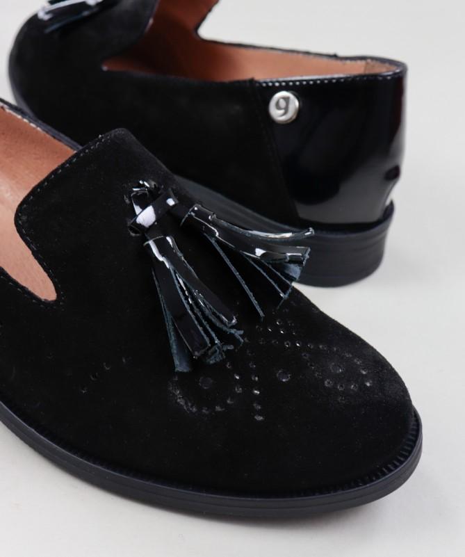 Sapatos Pretos Rasos de Senhora Ginova com Berloque