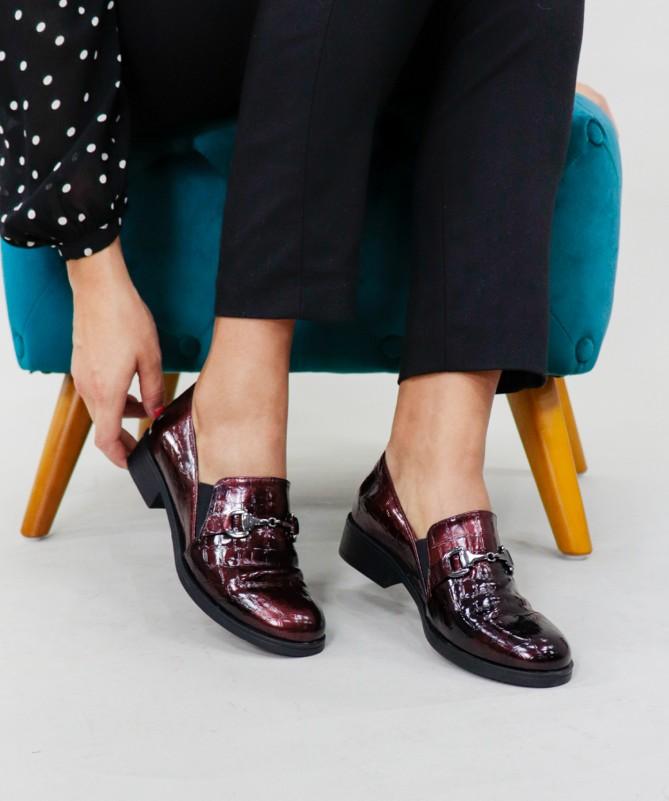 Sapatos Pretos Feminino Ginova com Aplique Metálico