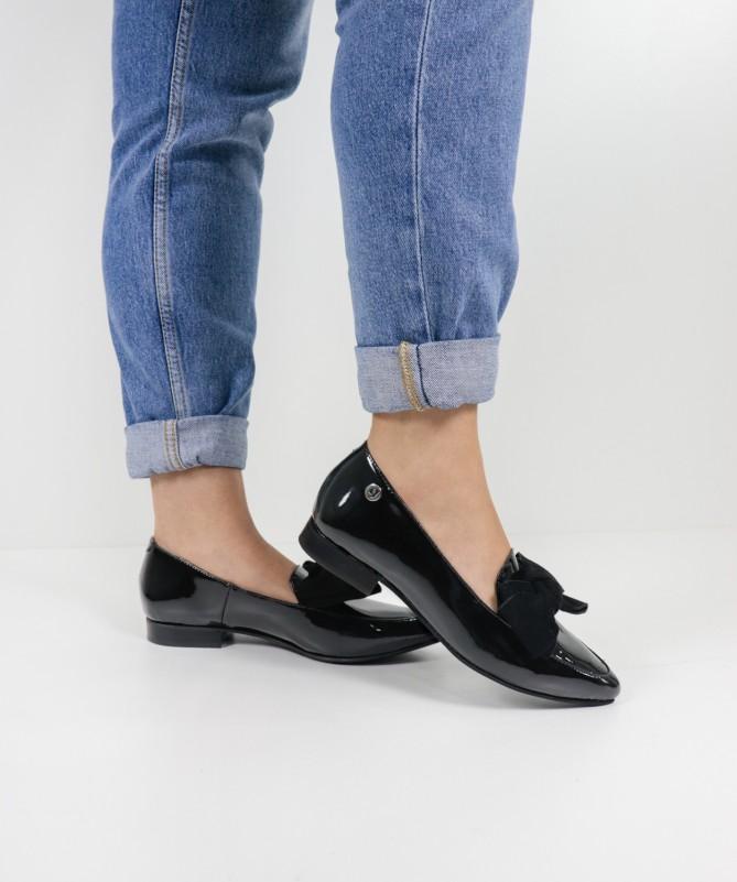 Sapatos Pretos Rasos Ginova Envernizados com Laço