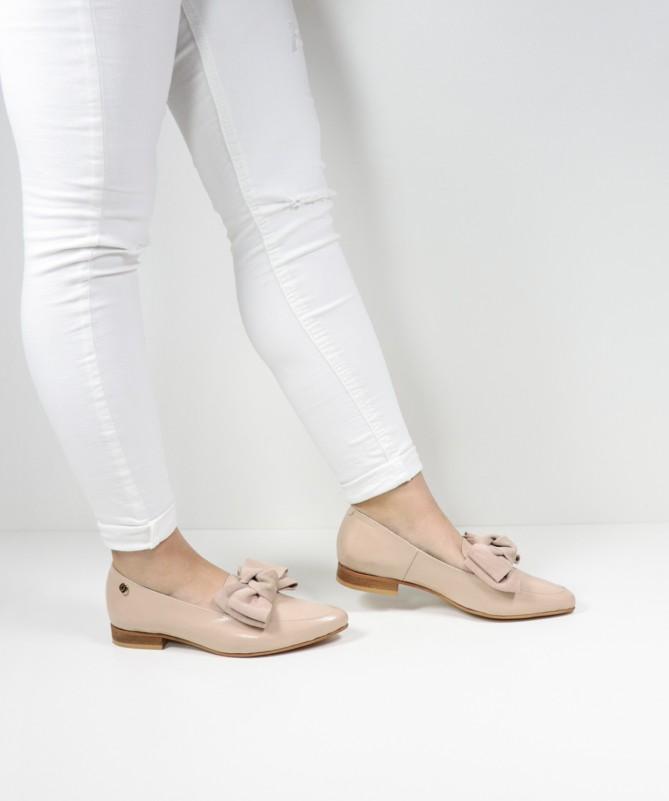 Sapatos Nudes Rasos Ginova Envernizados com Laço