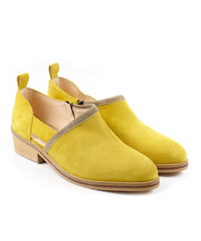 Botins Amarelas de Senhora Ginova com Corte de Lado