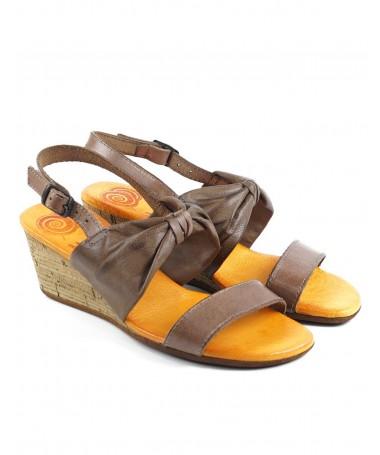 Sandálias Castanhas de Senhora em Cunha