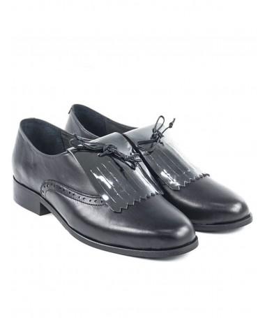 Sapatos Oxford Pretos de Senhora com Franjas e Atacadores em Cordão