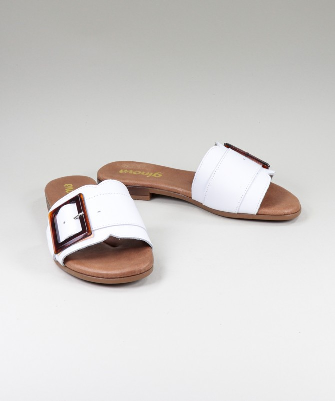 Chinelos Brancos de Senhora Ginova com Fivela Decorativa