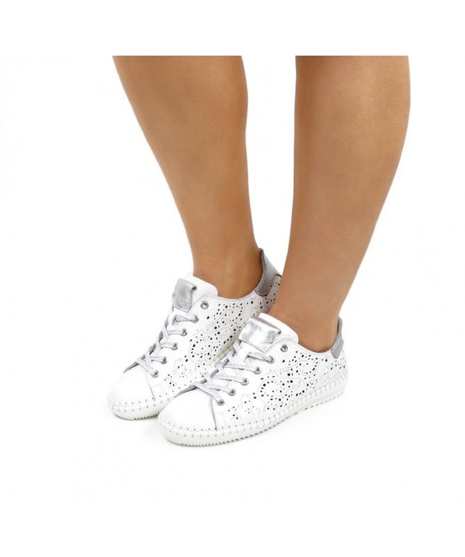 Sapatos de Senhora Perfurados de Atacadores
